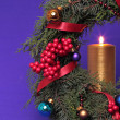 Foto Stock: Christmas advent wreath with burning candles