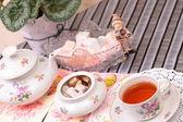 Teplý šálek čaje a cukrovinek — Stock fotografie