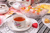 Warm cup of tea and sweets — Stockfoto