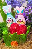 Couple of easter candy bunnies with red heart — Stock Photo