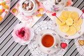Warm cup of tea and sweets — Zdjęcie stockowe