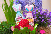 Pair of easter candy bunnies with heart — Stock fotografie