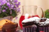 Chocolate muffins and lemonade — Photo