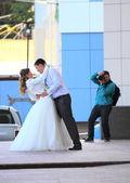 KRASNODAR, RUSSIA - SEPTEMBER 28 - Wedding photosession, Krasnodar city day on 28, September in Krasnodar — Stock Photo