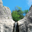 Waterfall in a mountain — Stockfoto