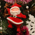 Christmas Toy Santa Claus on the Christmas tree — Stock Photo