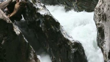 The Liechtensteinklamm gorge with stream and waterfalls in Austria. — Stok video