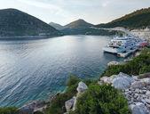 Evening summer coastline with cargo ship (Ston, Croatia) — Stock Photo