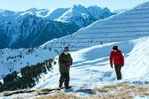 Krásné zimní horské krajiny a rodina. — Stock fotografie