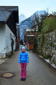 Girl in Hallstatt town (Austria). Winter view. — Stock Photo