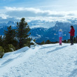 Family walking on winter mountain slope — Stock Photo