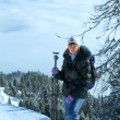 Woman - photographer and cloudy winter mountain landscape — Stockfoto