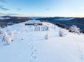 朝の冬の山の風景 — ストック写真