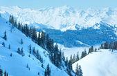 Bedeckt winter berglandschaft — Stockfoto