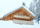 Wood house in winter misty mountain — Stockfoto