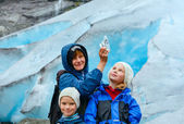 Family near Nigardsbreen glacier (Norway) — Stock Photo