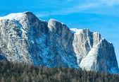 Beautiful winter rocky mountain landscape. — Foto de Stock