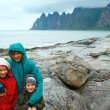 Family near summer Senja coast (Jagged Ersfjord, Norway, polar d — Stock Photo