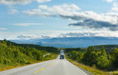 Norwegian summer road (near Dombas, Norge) — Stock Photo
