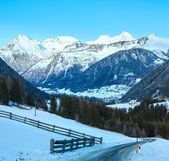 Berg land vinterlandskap (österrike). — Stockfoto