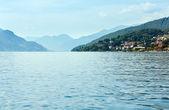 船からコモ湖 (イタリア) ビュー — ストック写真