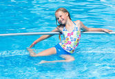 Girl in summer outdoor pool. — 图库照片
