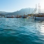 Excursion ships in bay (Greece, Lefkada). — Stock Photo #44614067