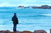 Boy and Tregastel coast view (Brittany, France) — Stock Photo