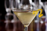 Dirty martini with a lemon twist — Stock Photo