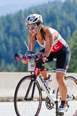 Lindsey Thurman in the Coeur d' Alene Ironman cycling event — Foto de Stock