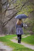 Andando sozinho — Fotografia Stock