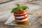 Fresh mozzarella and tomato salad  — Stockfoto