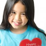 Girl asian black haired girl holding an heart-shaped — Stock Photo