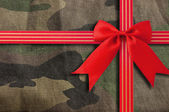 Camouflage-military texture with Red Bow — Stockfoto