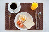 Set of breakfast American Breakfast set with fried egg, sausages, bread, orange juice and a cup of coffee — Stock Photo