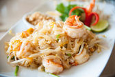 Thailand s national dishes, stir-fried rice noodles with egg, vegetable and shrimp Pad Thai — Stock Photo