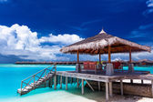 Boat jetty with steps on a tropical island of Maldives — Stock Photo