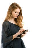 Bellissima giovane donna appare nel telefono isolato su sfondo bianco — Foto Stock