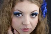 Person feminin modell med sensuella läppar och uttrycksfulla ögon clos — Stockfoto