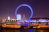 Londen 2012, london eye reuzenrad avondverlichting — Stockfoto