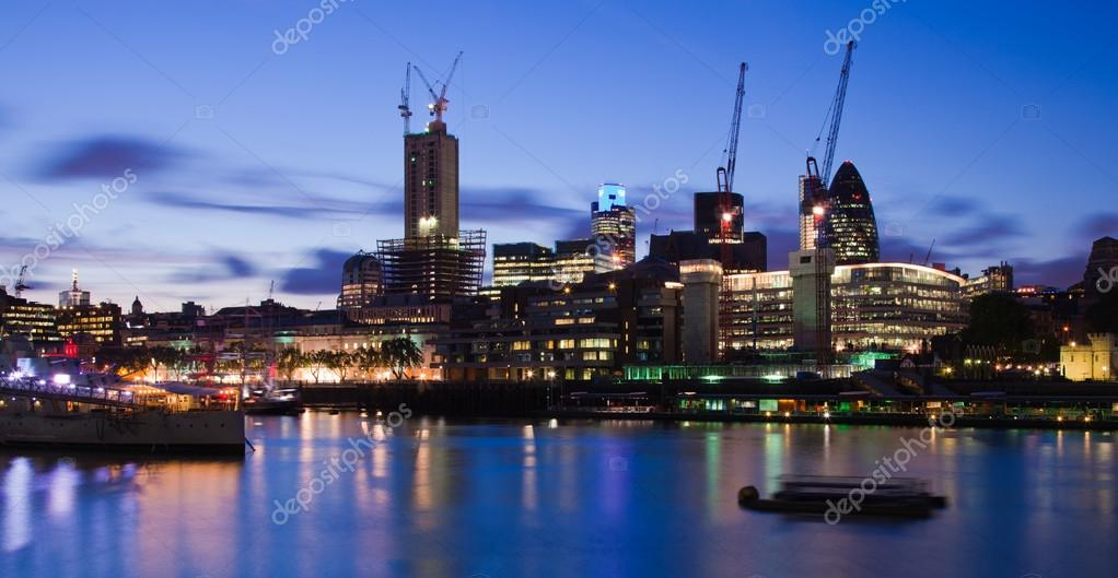 London  2012, City of London at dusk — Stock Photo #12461114