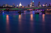 London, view over Thames towards St. Pauls and City of London — Stock Photo