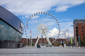 Liverpool, observation wheel close to Albert dock — Stock Photo