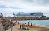 FUERTEVENTURA, SPAIN - NOVEMBER 14: Cruise ship — Stock Photo