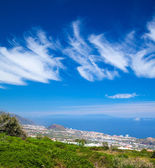 Northern Tenerife, view over Puerto de La Cruz towards La Palma — Stock Photo