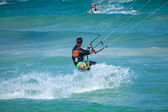 Practicing kitesurfing (kiteboarding) at the Corralejo Flag Beac — Stock Photo