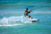 Practicing kitesurfing (kiteboarding) at the Corralejo Flag Beac — Stockfoto