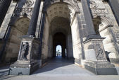 Arch and the entrance to the Dresden Art Gallery — Stock Photo