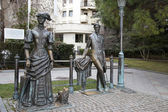 """Sculpture """"The Lady with the Dog"""" on the seafront of Yalta — Stock Photo"""