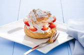 Cream puff — Stock Photo